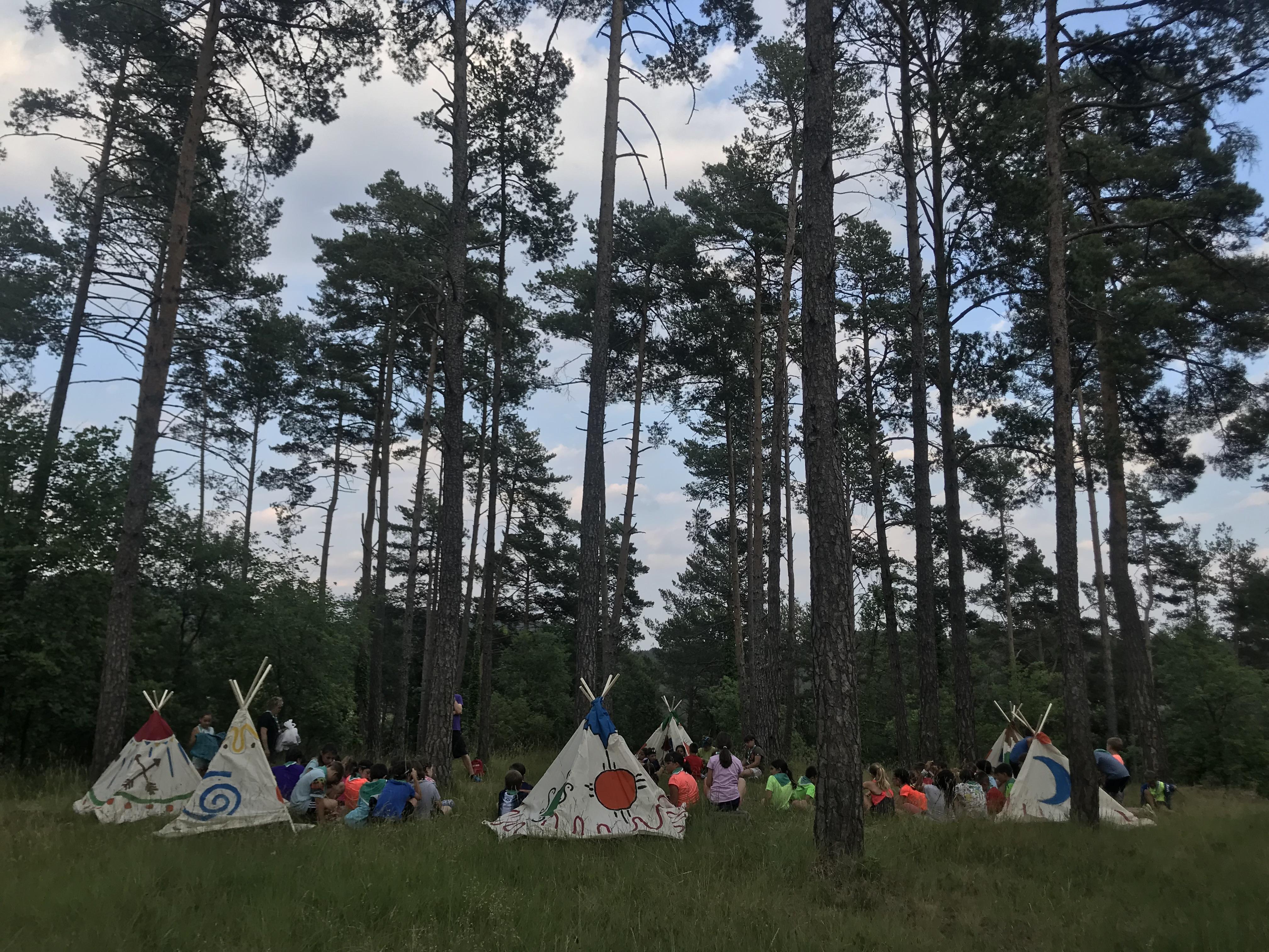 El dia 6 de juliol, 72 nens i nenes de 3r i 4t de primària es van convertir en petits indis per poder ajudar a la gran cabdill, als xamans i als caps de les tribus del poblat Indigorg. El gran Tòtem els va reunir per poder recuperar els elements del poblat, primer es van […]